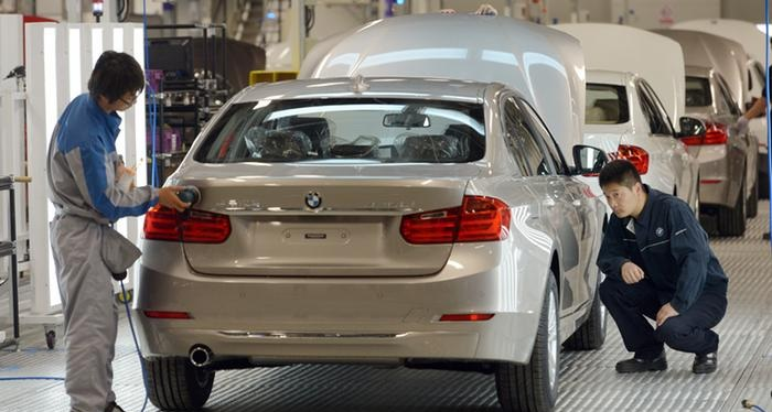 Chinese workers checking BMW Brilliance cars