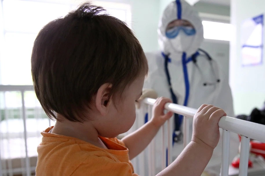 A medical worker and a patient at an infectious diseases department of the Bashlyayeva Childrens City Clinical Hospital that treats children with COVID 19